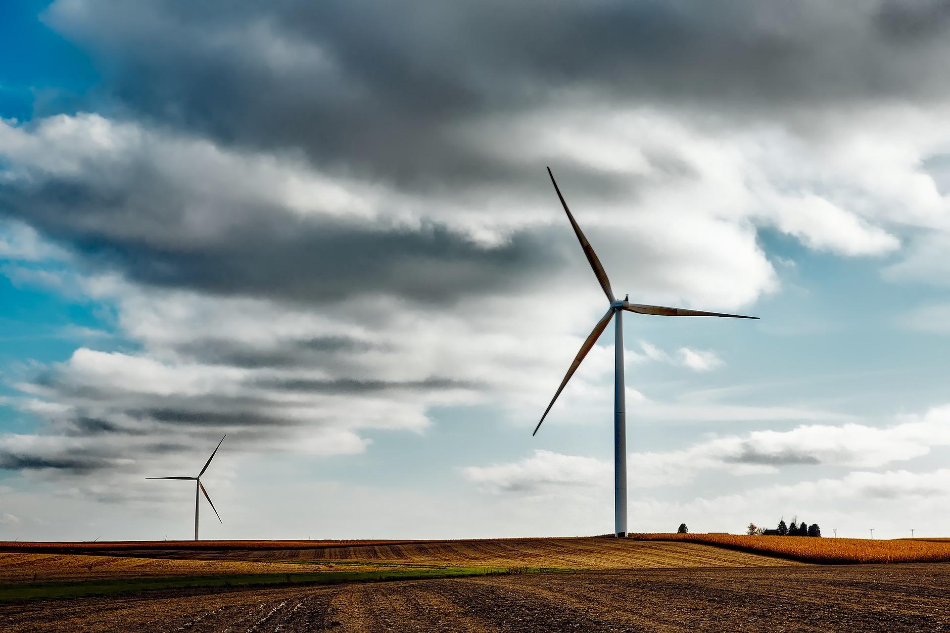 Windräder erzeugen alternative Energie ohne CO2 gegen den Klimawandel.