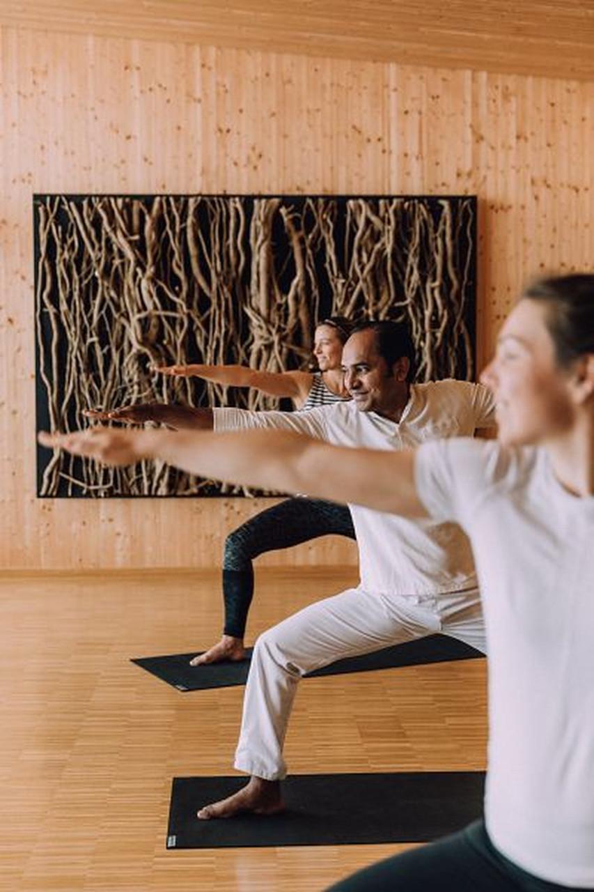 Yogapraxis mit Lehrer im Chesa Valisa