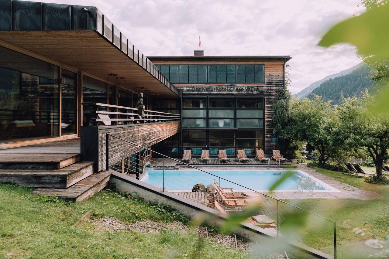Biohotel Chesa Valisa Blick auf Pool