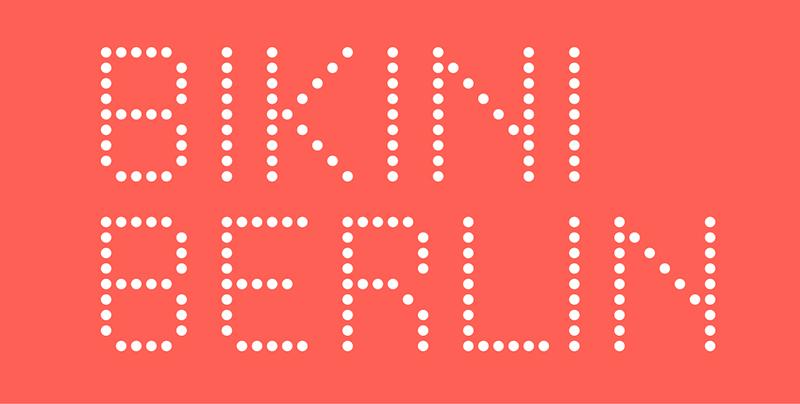 Logo Bikini Berlin mit gepunkteten Schriftzug auf korallefarbenen Grund