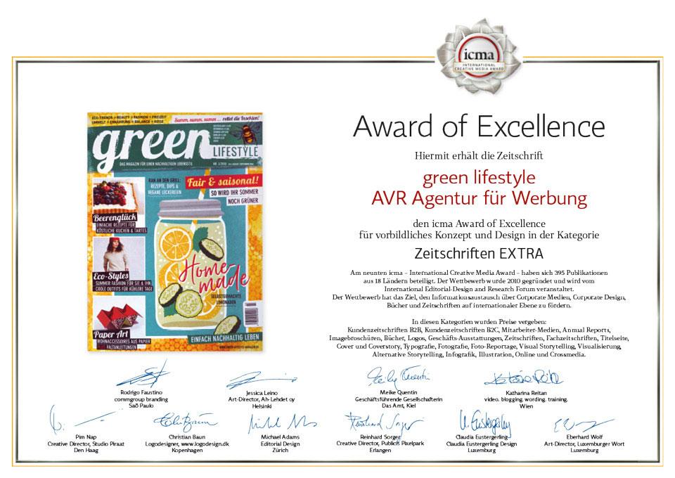 Die ICMA Urkunde Award of Excellence zeigt den Titel der ausgezeichneten Ausgabe des green Lifestyle Magazins sowie das Jury-Statement und die Unterschriften der zehn internationalen Jurymitglieder.