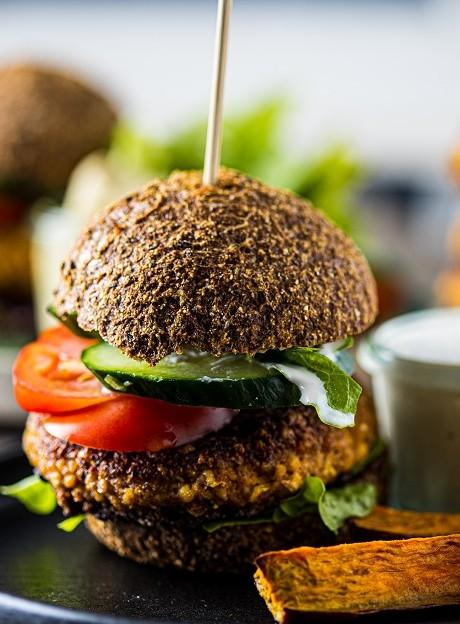 Der vegane Burger Bun aus pflanzlichen Zutaten schmeckt ganz ohne schlechtes Gewissen.