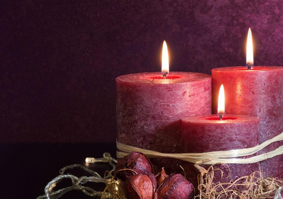 Für eine weihnachtliche Stimmung darf Kerzenschein nicht fehlen. Umso besser ist es, wenn man sich dabei keine Gedanken um die Umwelt machen muss. © Gudrun Muenz
