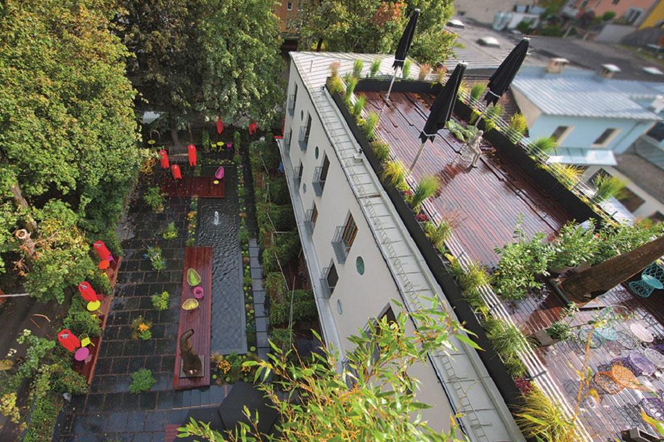 Das Hotel Nala mit Aussicht auf Garten und Terrasse