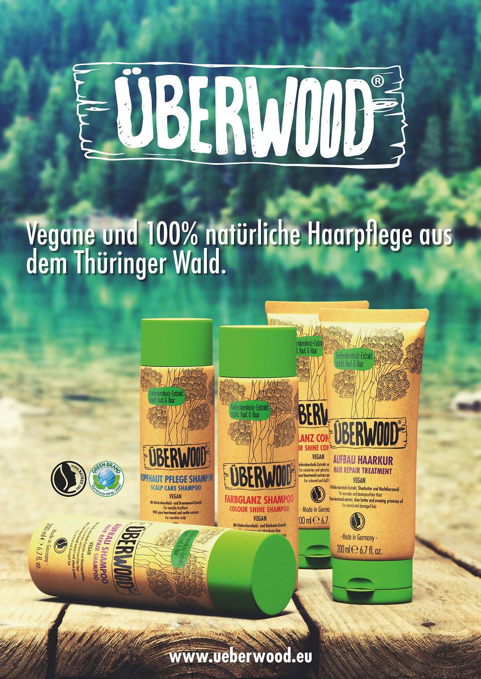 Die Produkte von Überwood sind auf diesem Plakat mitten in der Natur abgebildet mit einem grünlich-türkis schimmerndem See im Hintergrund.