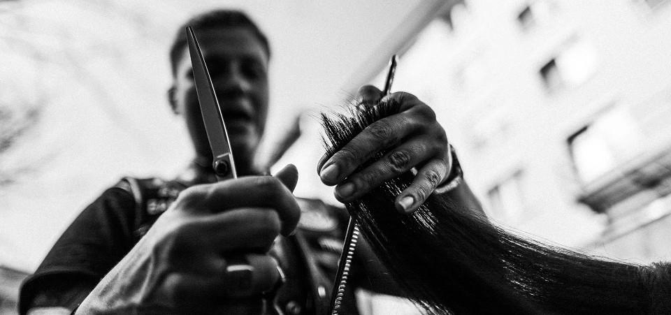 Barber Angel Vice President Barberlady bei einem Friseureinsatz in München