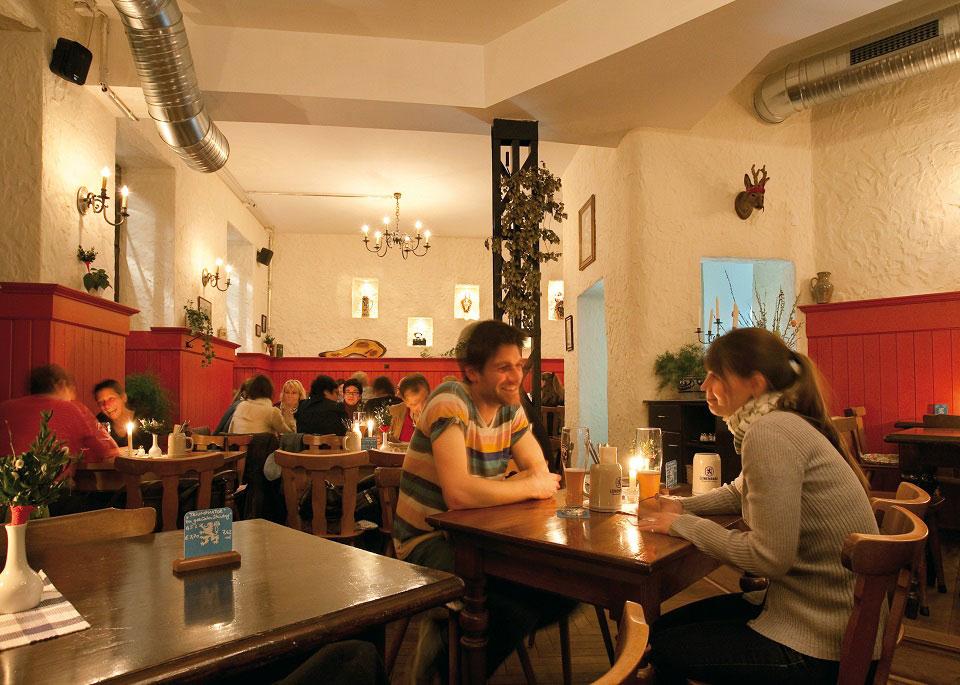 Das Münchner Restaurant Klinglwirt ist auch wegen seiner gemütlichen Atmosphäre sehr beliebt.