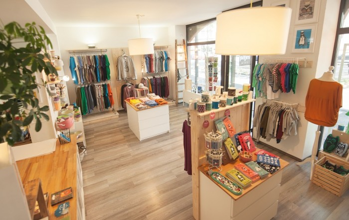 Das Interieur des Fair Clothing Stores Päfjes