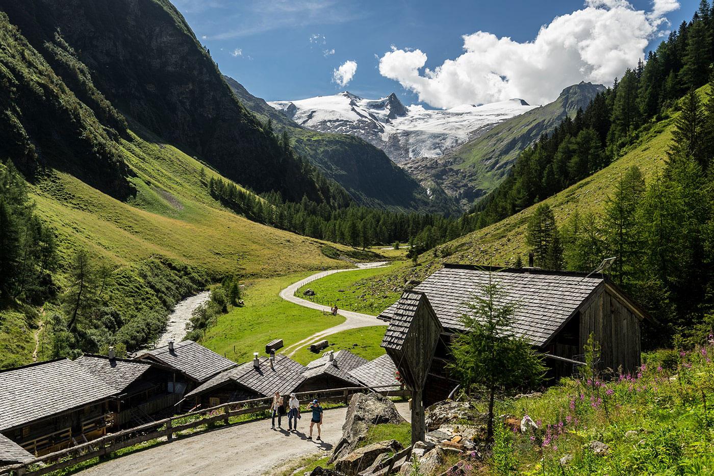 Naturhotel Outside in der Berglandschaft Osttirols