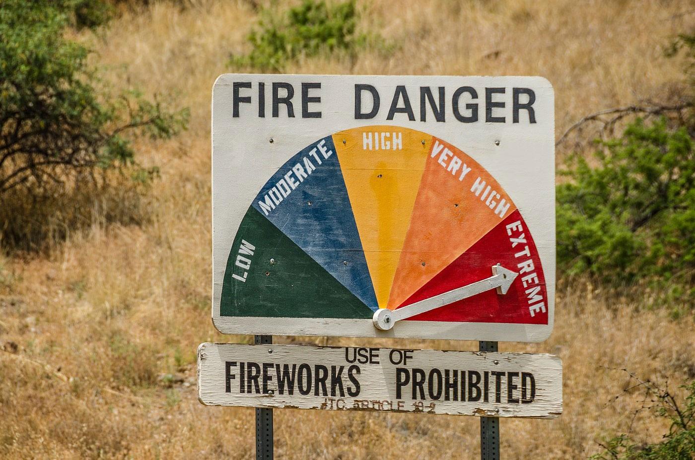 Ein Schild zeigt an, wie hoch die Gefahr für Feuer in Australien ist.