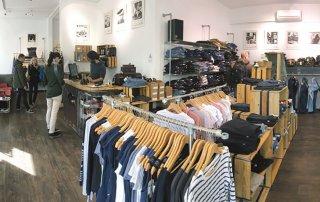Es begann mit einem Onlineshop, mittlerweile kann man auf 100 Quadratmetern bei Zündstoff in Freiburg Eco Fashion und mehr kaufen.