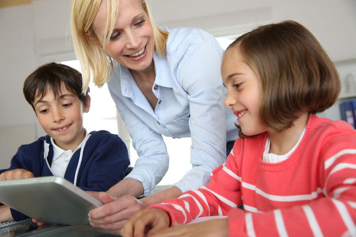 Homeschooling mit Kindern daheim.