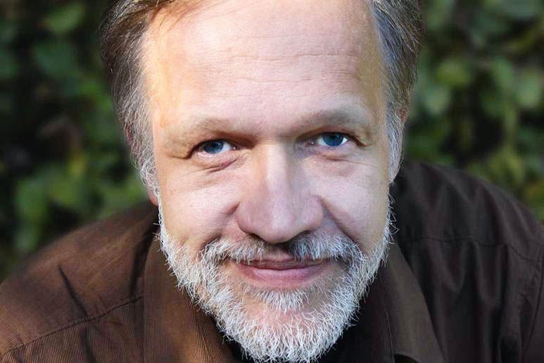 Jörg Sommer ist Schriftsteller, Umweltaktivist und Vorsitzender der Crowdfunding-Plattform Ecocrowd.