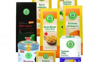 Gewürzset mit verschiedenen Produkten zum Kochen sowie Tee in Bioqualität