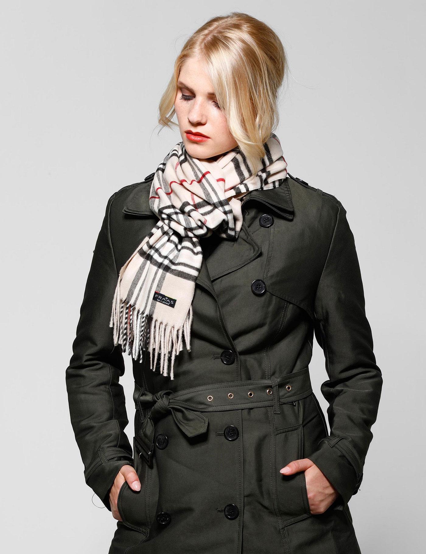 Mode und Umwelt: Damenschal aus recycelten Fasern.