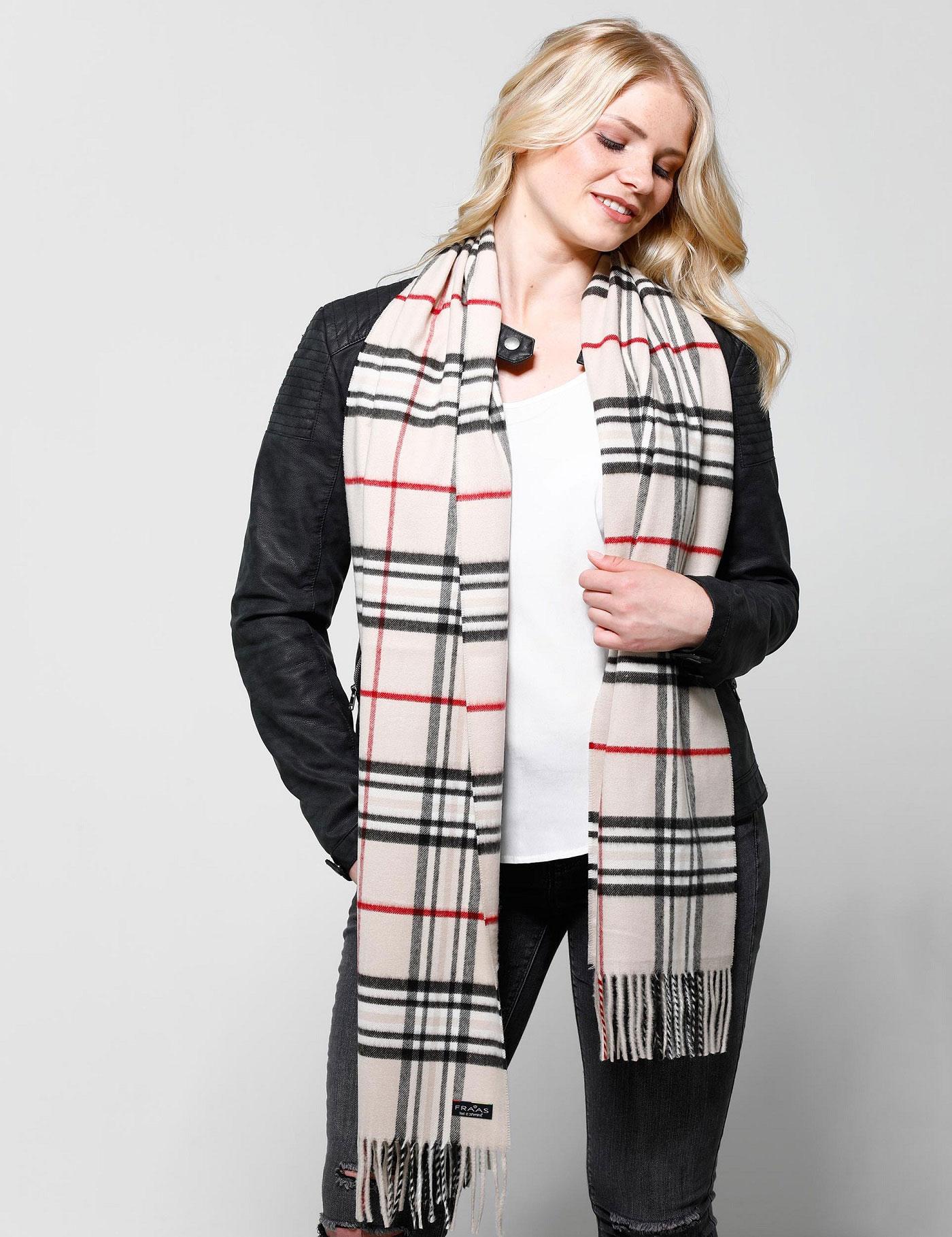 Mode für die Umwelt: kariert Schal aus wiederverwerteten Fasern