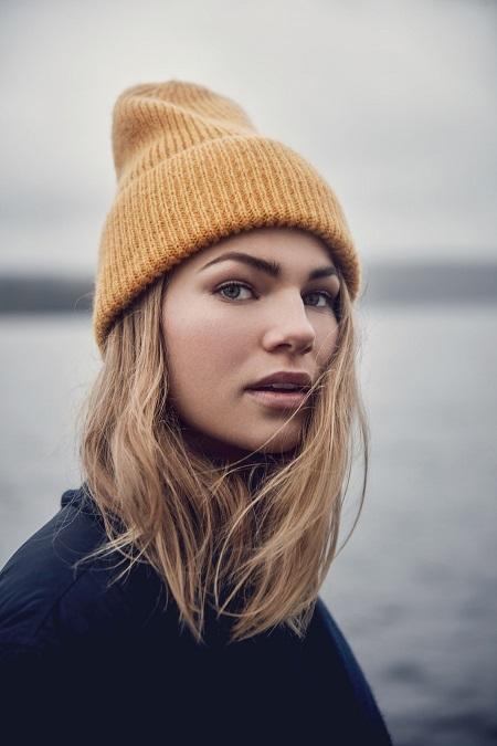 Frau mag gelbe Mützen von Sätila