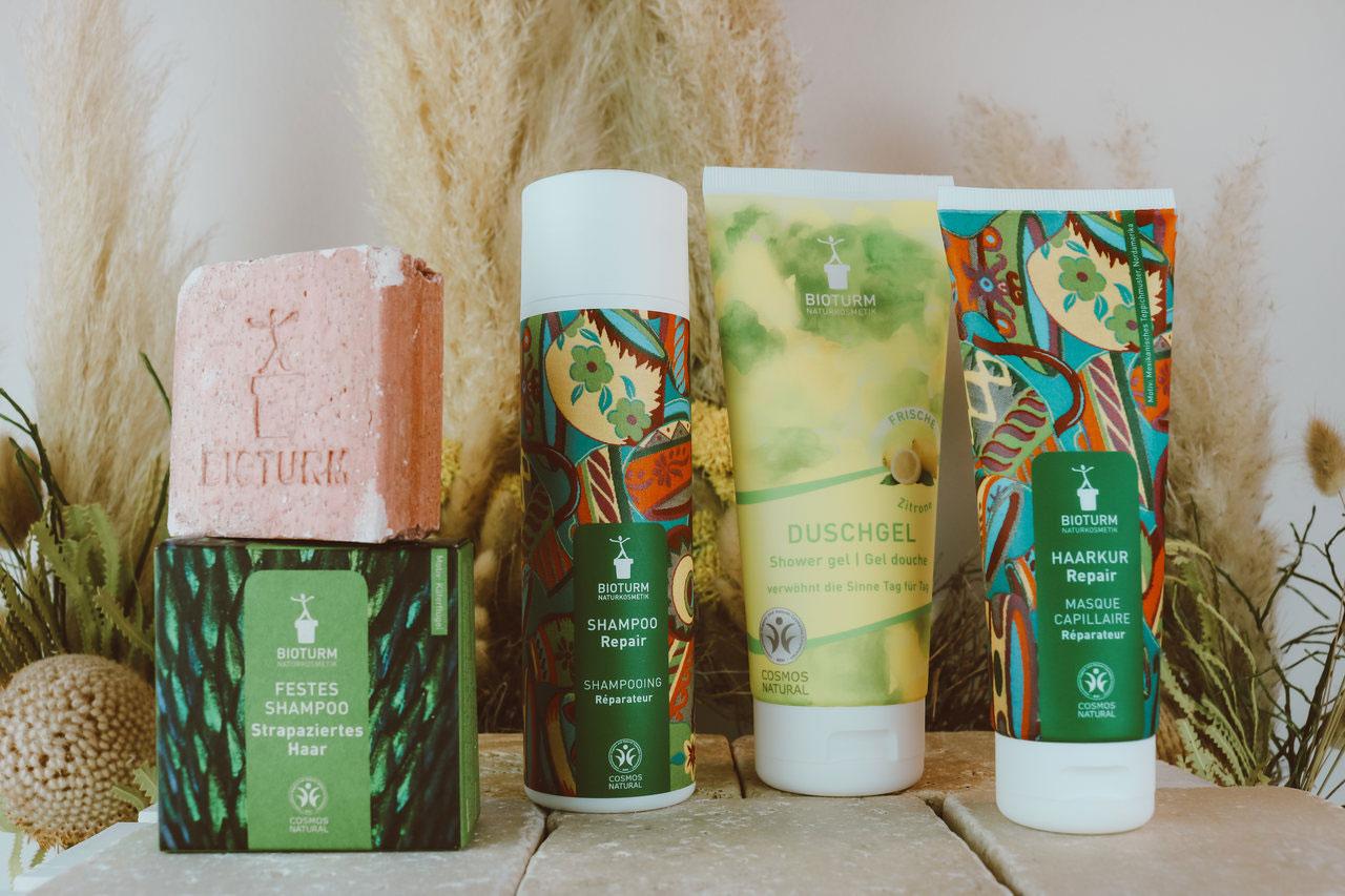 Haarpflegeprodukte sowie ein Duschgel von der Naturkosmetik-Marke Bioturm