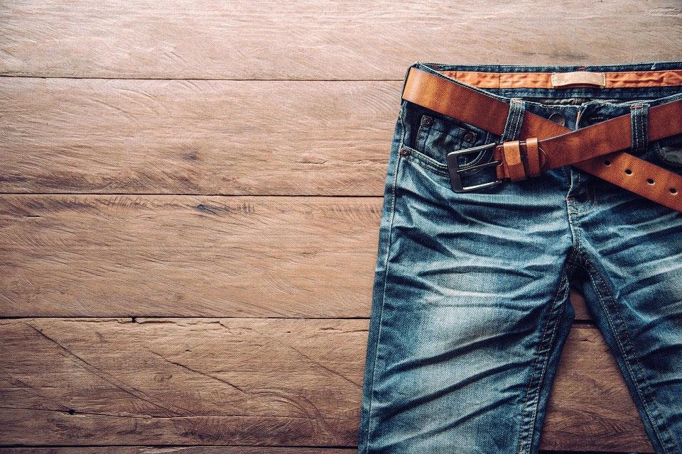 Die Produktion der beliebten Jeans schadet in den meisten Fällen der Umwelt und unterstützt die Ausbeutung von Fabrikarbeitern. © Photobyphotoboy / Shutterstock